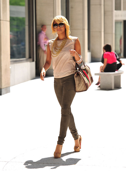 eaac7082c644 Styling On Them Hoes  Keri Hilson Carrying A Gucci Bag   Wearing ...