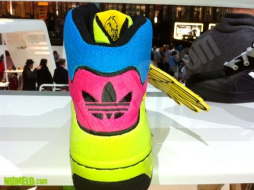 jeremy-scott-adidas-originals-js-wings-fall-2012-5-570x426
