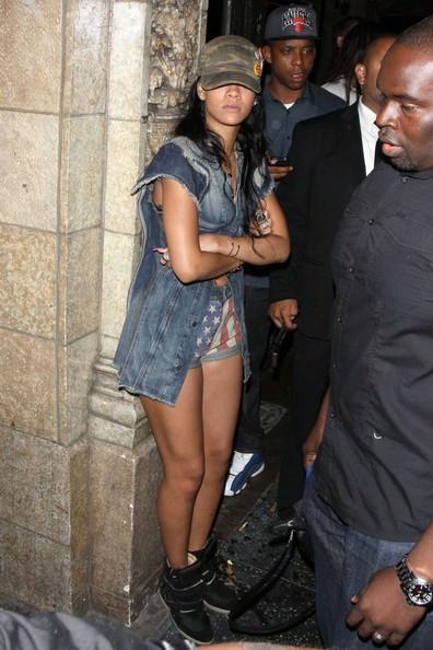 b7979e6fc02d0 Fashion Me Dope  Rihanna Spotted In Los Angeles Wearing  760 Isabel Marant  Bekket Sneakers   Daisy Dukes