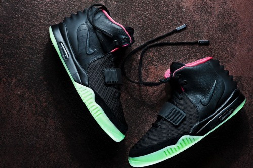 nike-air-yeezy-2-ii-black-solar-red-01