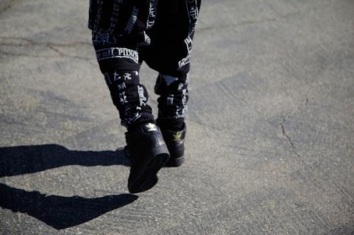 Big-Sean-Balmain-Tee-Shirt-KTZ-Short-trousers-Adidas-sneakers-upscalehype-1