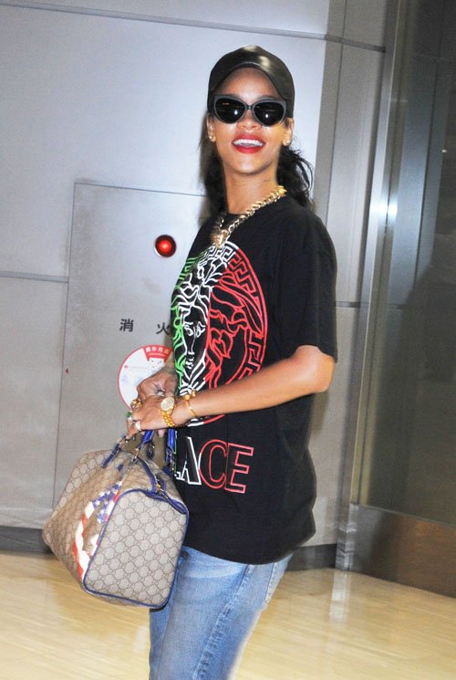 """71d73b3fc She wore an oversized Versace """"Palace"""" tee-shirt and ripped jeans paired  with the newly release """"Golden Moments"""" Air Jordan 6. Riri accessorized her  outfit ..."""