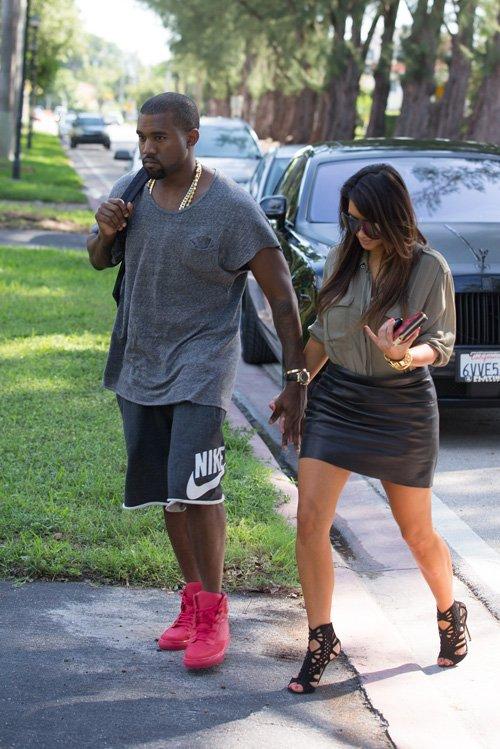 edb16ccde802 Breaking Down Her Style  Kim Kardashian In Jimmy Choo