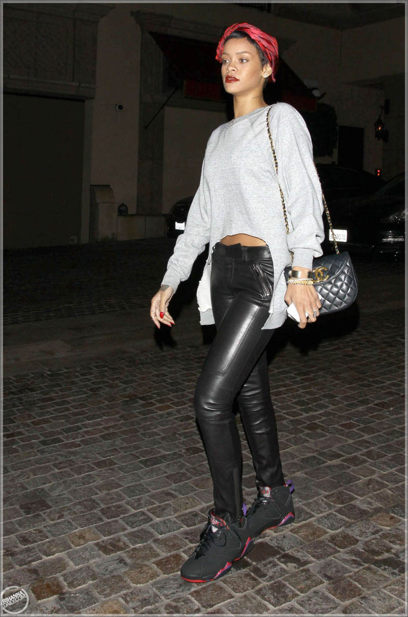 more photos 313d9 5f9de Around The Way Girl: Rihanna Wearing A Chanel Headscarf ...
