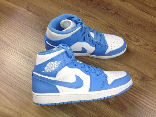 air-jordan-i-1-retro-north-carolina-unc-05