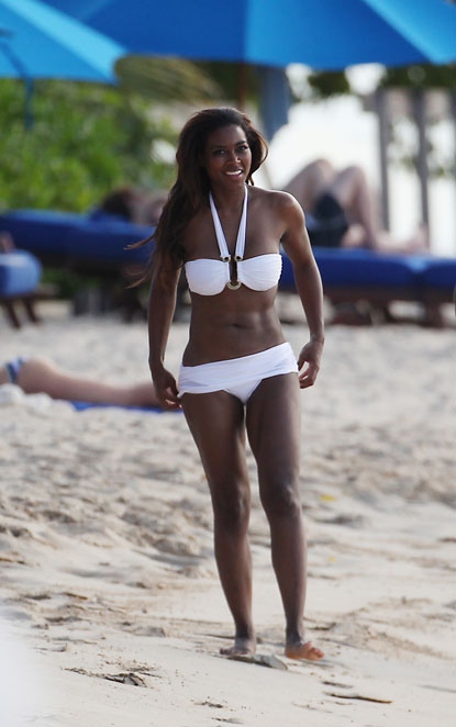 EXCLUSIVE: 'Real Housewives of Atlanta's Kenya Moore shows off her sexy curves on the beach in Barbados