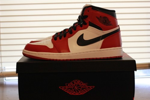 Air-Jordan-1-Retro-High-White-Varsity-Red-Black-01