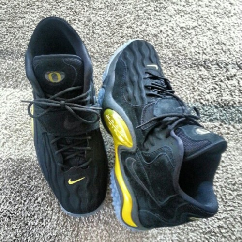 lebron-james-nike-zoom-turf-97-oregon-ducks-570x570