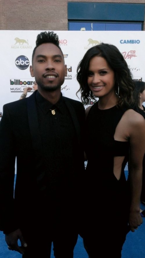 Rocsi-Diaz-Faints-at-2013-Billboard-Music-Award-Miguel