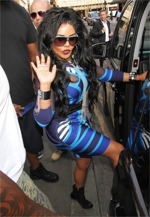 Lil Kim exits hotel after Lovebox no-show