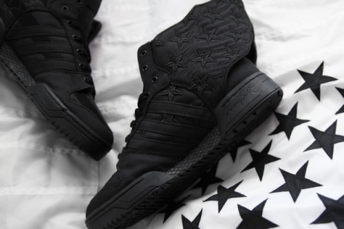 a-closer-look-asap-rocky-adidas-originals-wings-black-flag-02-630x420