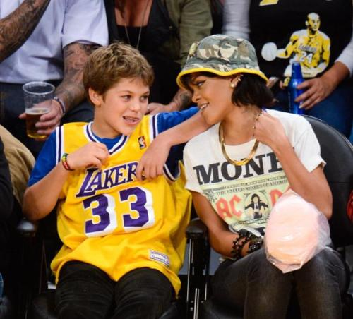 rihanna-lakers-game-1