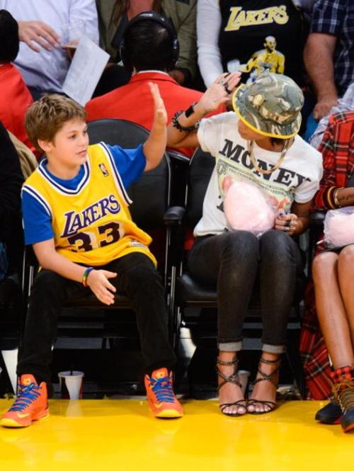 rihanna-lakers-game-2